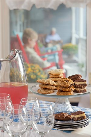 Brewster House Bed & Breakfast: Afternoon refreshments