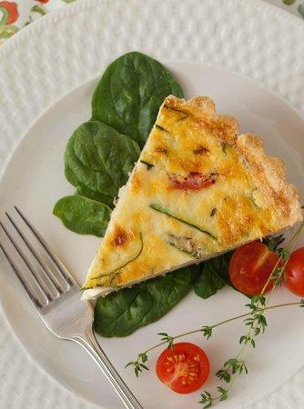 Brewster House Bed & Breakfast: Breakfast quiche