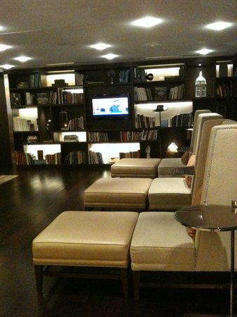 Boston Marriott Long Wharf: Lounge/ Wait area Library