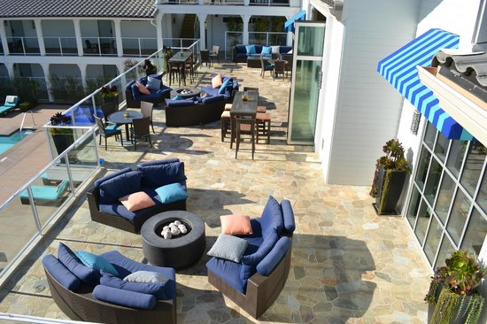 Hotel Indigo San Diego Del Mar:                   Fire Pits and Dining area right outside of  restaurant