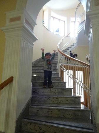 Hotel Amleto:                   Spiral staircase to lobby