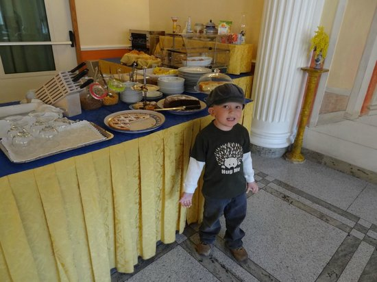 Hotel Amleto:                   Boy doesn't come with hotel