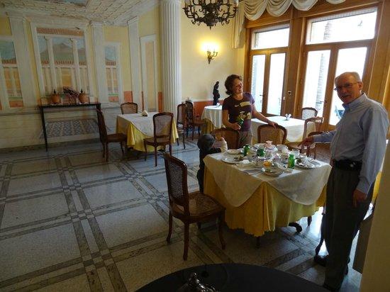 Hotel Amleto:                   Breakfast area