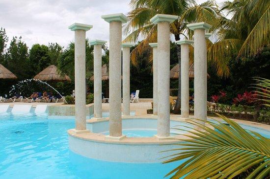 Grand Palladium Riviera Resort & Spa :                   Petite piscine Kantenah