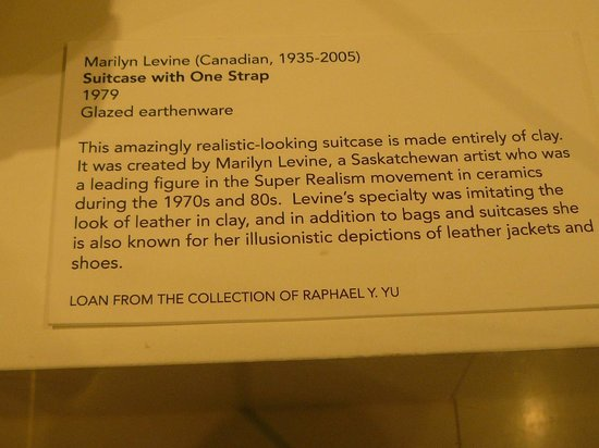 Gardiner Museum : Description of the suitcase above