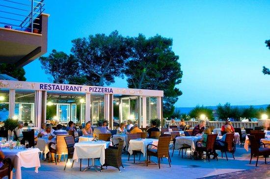 Hotel Plaza Omis: Dinner table