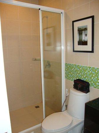 Legacy Express Sukhumvit by Compass Hospitality:                   Badezimmer Legacy Express Hotel