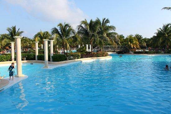 Grand Palladium Riviera Resort & Spa :                   Piscine Kantenah