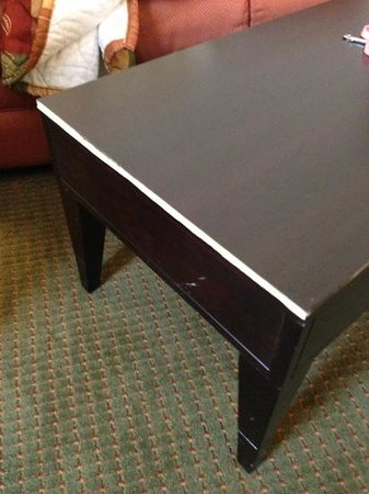 La Quinta Inn & Suites Alamo - McAllen East:                   Broken coffee table.