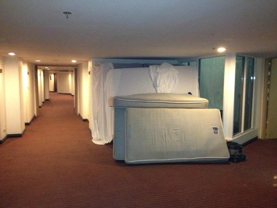 Royal Cliff Beach Hotel:                   mattresses were lying along the corridor during my 4 days stay