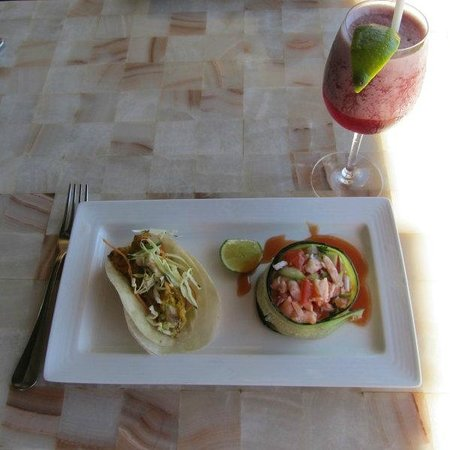 CasaMagna Marriott Puerto Vallarta Resort & Spa: Las Casitas: Lobster taco, shrimp ceviche, hibiscus margarita