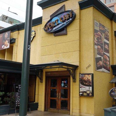 Sport Café:                                     Entrance
