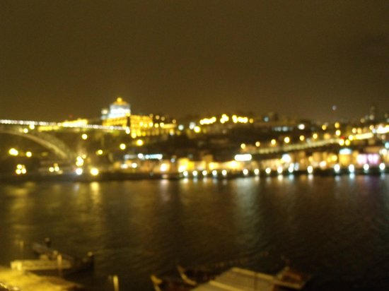 Pestana Vintage Porto:                   Vista do apto a noite