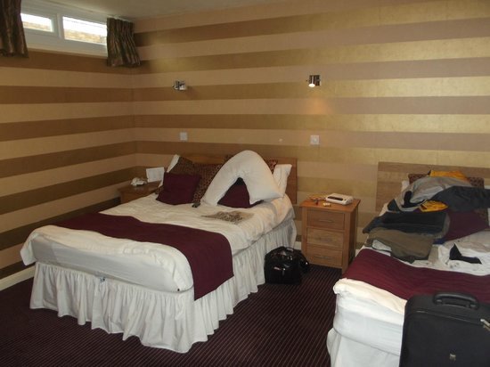 The Dog & Partridge Country Inn: Room 22
