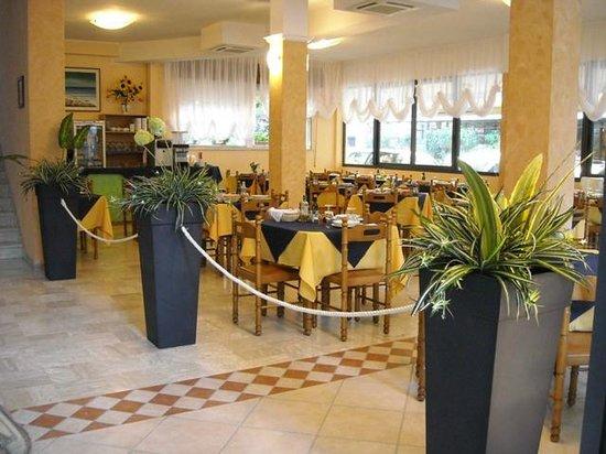 Santo Stefano Inn : Sala Da Pranzo Climatizzata