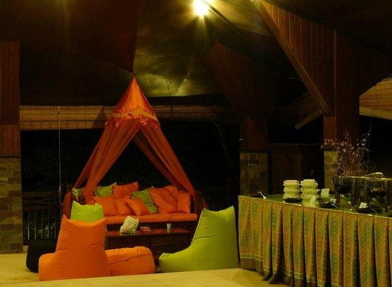 Bastianos Lembeh Dive Resort:                                     Sitzecke im Restaurant