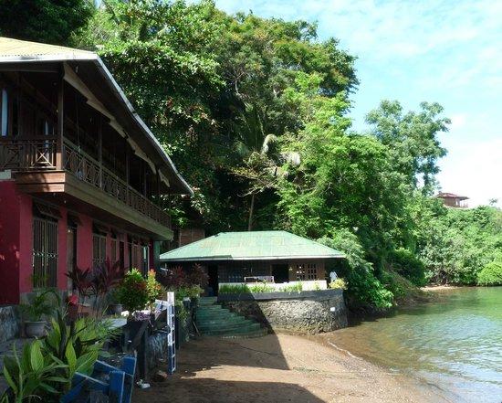 Bastianos Lembeh Dive Resort:                                     Frontseite Bastianos Lembeh Resort