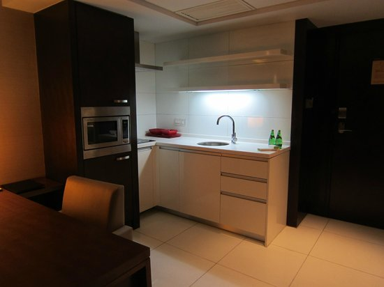 Doubletree by Hilton Beijing:                   Kitchenette in our suite.