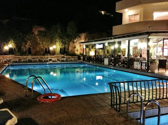 Pefkos Beach Hotel:                   Top Bar Area