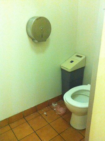 Melbourne City Backpackers: toilet