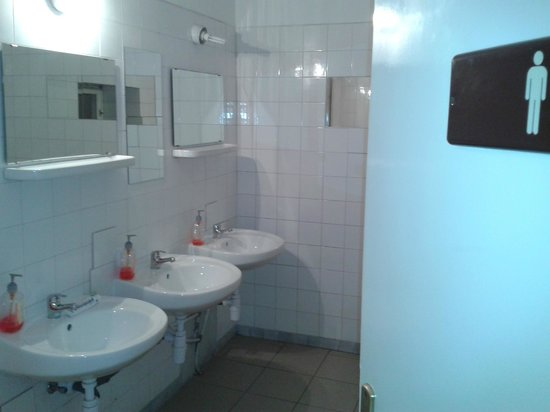 Zrinyi Guesthouse: servizi