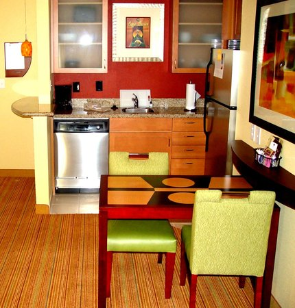 Residence Inn Bryan College Station: Studio and One Bedroom Fully Equipped  Kitchen