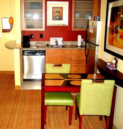 ريزيدنس إن برايان كولدج ستاشن: Studio and One Bedroom Fully Equipped  Kitchen