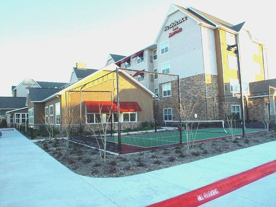 Residence Inn Bryan College Station: Sports Court - We have all the equipment you need!
