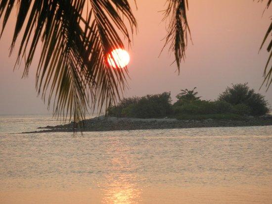 Adaaran Select Hudhuranfushi:                   Sun Set