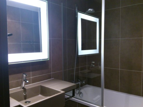 Novotel Praha Wenceslas Square: Bathroom