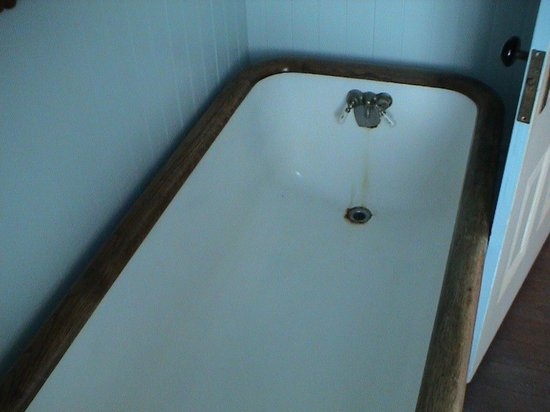 Hughes Historic House: The bathroom included a tub