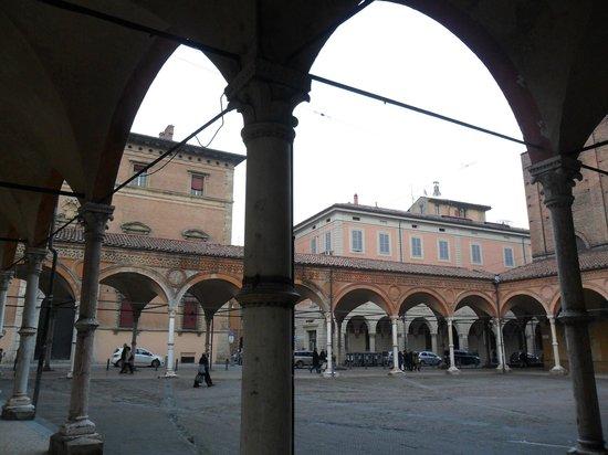 Basilica di Santa Maria dei Servi Bologna :                   Porticato