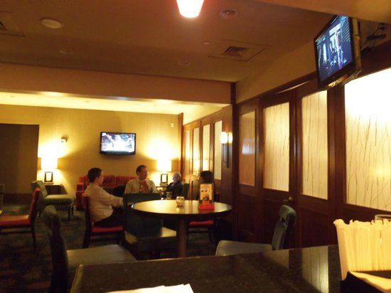 DoubleTree by Hilton Hotel Norwalk: another view of the bar area
