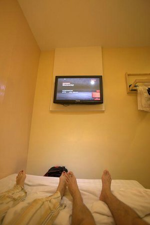 Simms Boutique Hotel: very high tv, hurt the neck