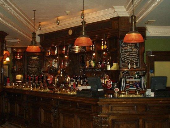 Chamberlain Hotel:                   Pub