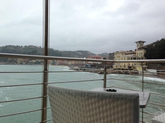Hotel San Terenzo:                   e in quel giorno pioveva!