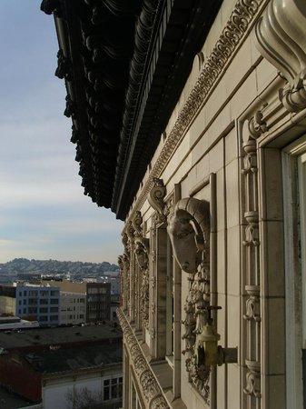 Hotel Metropolis : Hotel Facade at 9th Floor