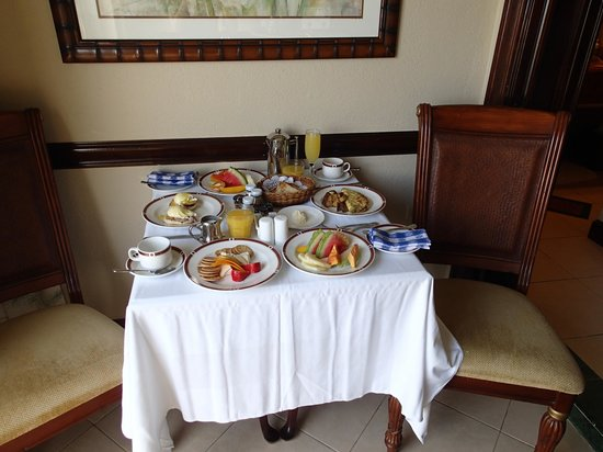 Sandals Royal Plantation:                                                       Honeymoon Breakfast