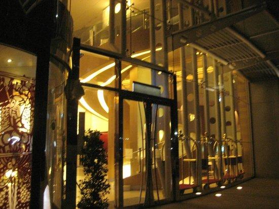 Hotel Novotel Taipei Taoyuan International Airport:                   entrance