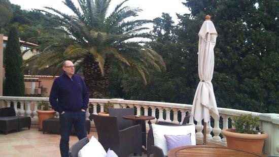 Hotel Tiara Yaktsa Côte d'Azur.:                   Terrasse a l'accueil.