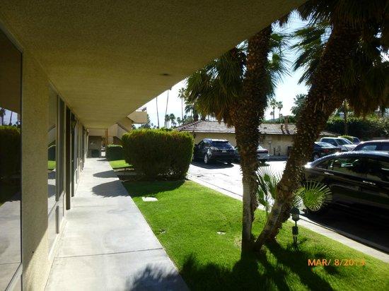 Vagabond Inn Palm Springs : Outside Room
