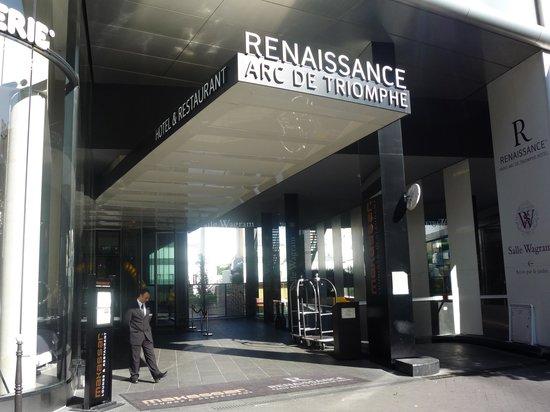 Renaissance Paris Arc de Triomphe Hotel:                   Hotel entrance