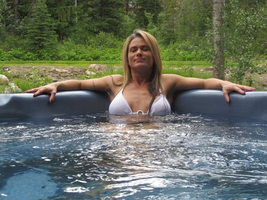 Winston Lodge Spa: Relax in our hot tub