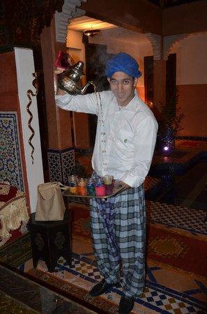Riad Alaka:                                     SOFIANE EQUILIBRISTE DU THE A LA MENTHE