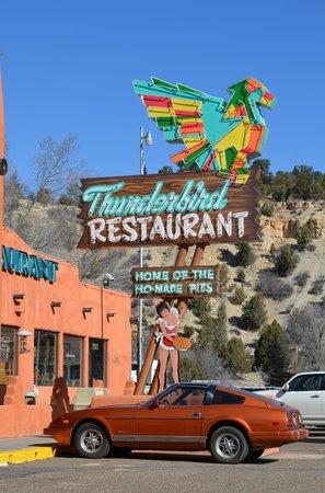 Best Western East Zion Thunderbird Lodge: Nostalgic Sign at the Thunderbird Lodge