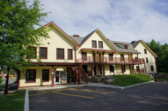 Les Suites de la Gare by Location ADP Tremblant: Front of building