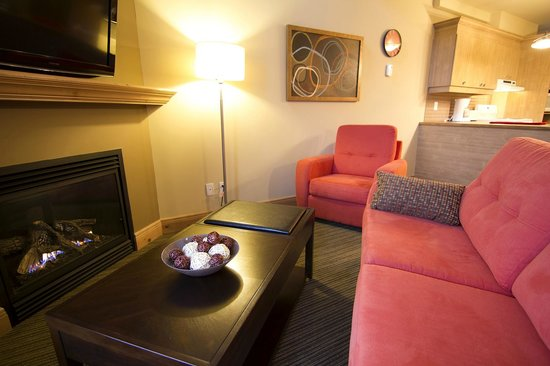 Les Suites de la Gare by Location ADP Tremblant: living room