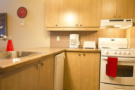 Les Suites de la Gare by Location ADP Tremblant: Kitchen