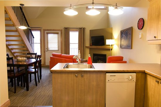 Les Suites de la Gare by Location ADP Tremblant: Open kitchen / living room area