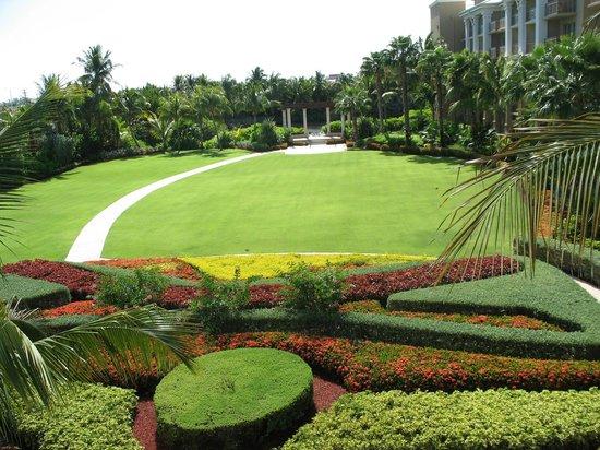 The Ritz-Carlton, Grand Cayman:                   Hotel Grounds